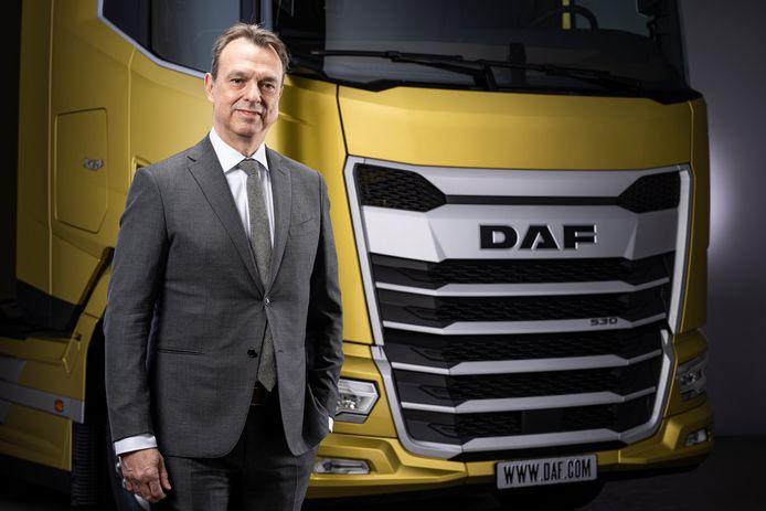 Directeur productontwikkeling Ron Borsboom bij de nieuwe generatie DAF-truck.
