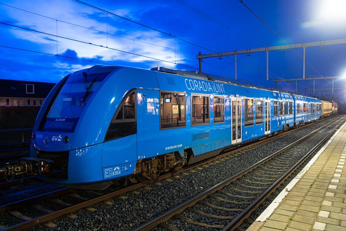 De eerste waterstoftrein van Nederland kwam binnen via Oldenzaal. ProRail wil nu een proef met batterijtreinen. Als het aan een partij uit Twenterand ligt,  op het traject Almelo - Mariënberg.
