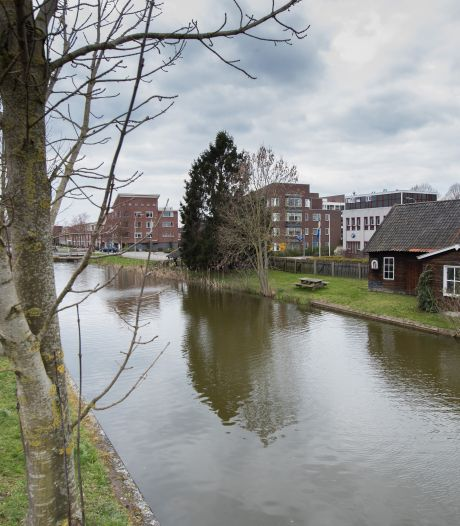 Strenge regelgeving vanuit Waterschap staat recreatie en toerisme bij Overijssels Kanaal in Raalte in de weg