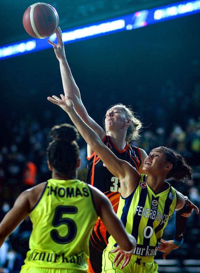 Emma Meesseman vandaag in actie tegen Fenerbahçe.