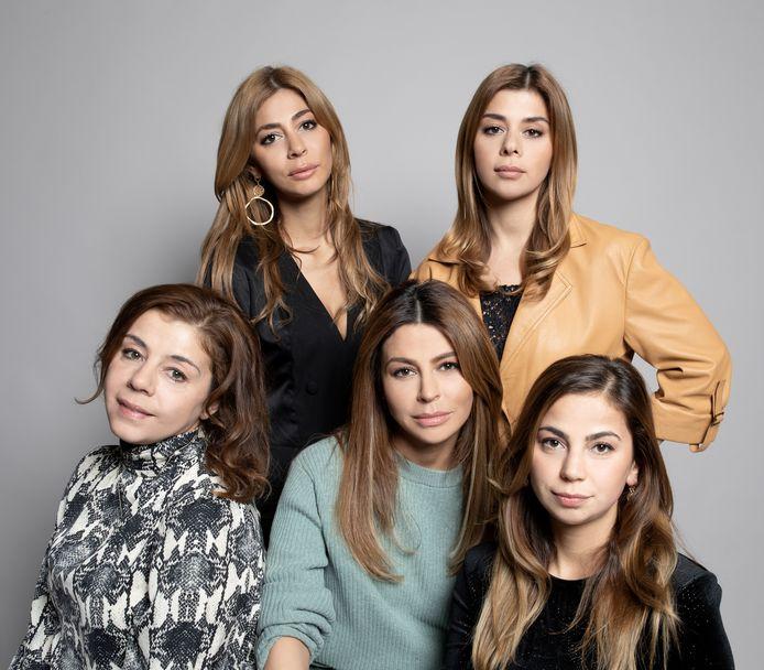 De zussen Gulsen Georgina ,Venus , Dolshe , Olcay en Yasmin (oudste)