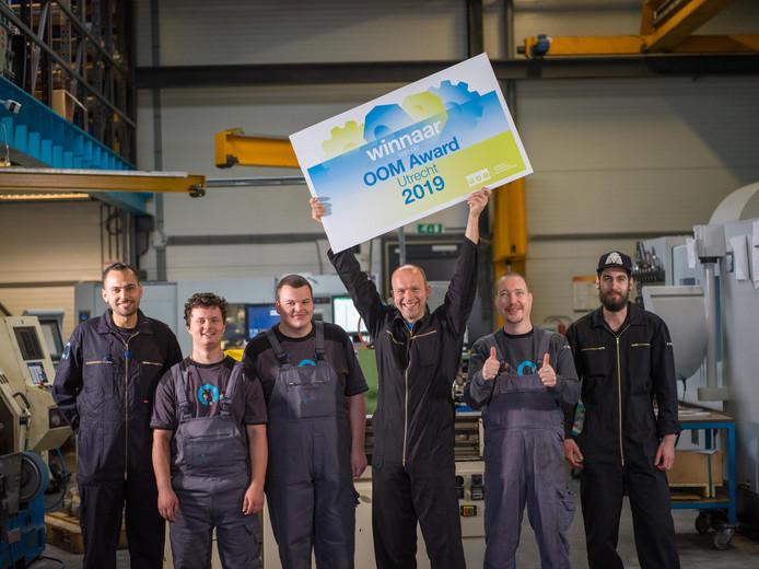 De werknemers van Roxin CNC uit Harmelen zijn dolblij met het winnen van de OOM Award 2019.
