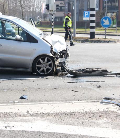 Drie personen gewond door ongeluk in Almelo