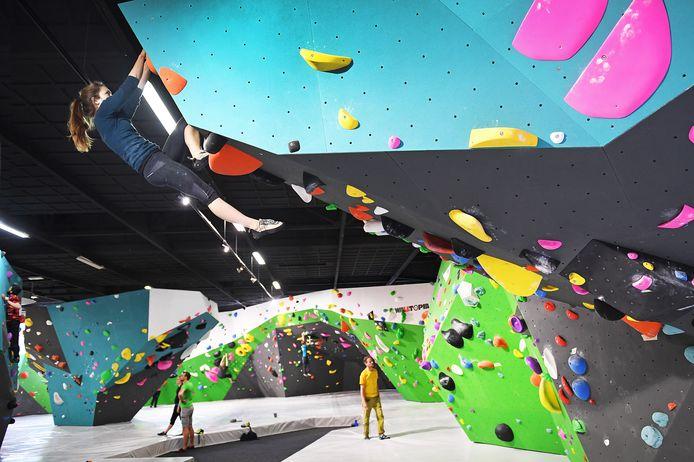 Boulderen is klimmen zonder te zijn gezekerd met touwen. Een mat moet de klimmer opvangen bij een eventuele val.