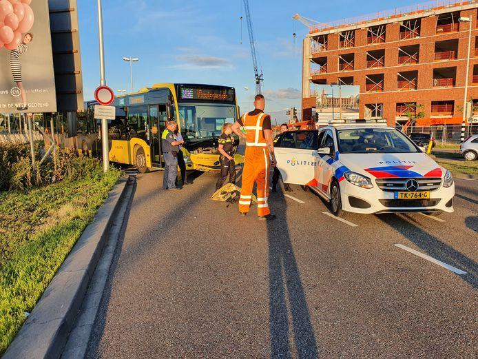 De lijnbus raakte flink beschadigd door de klap in Leidsche Rijn.