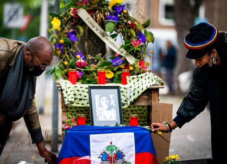 Bij het monument voor Tomy Holten. Beeld Freek van den Bergh / de Volkskrant
