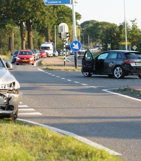 Ongeval op kruising in Epse: één gewonde, flink oponthoud voor verkeer