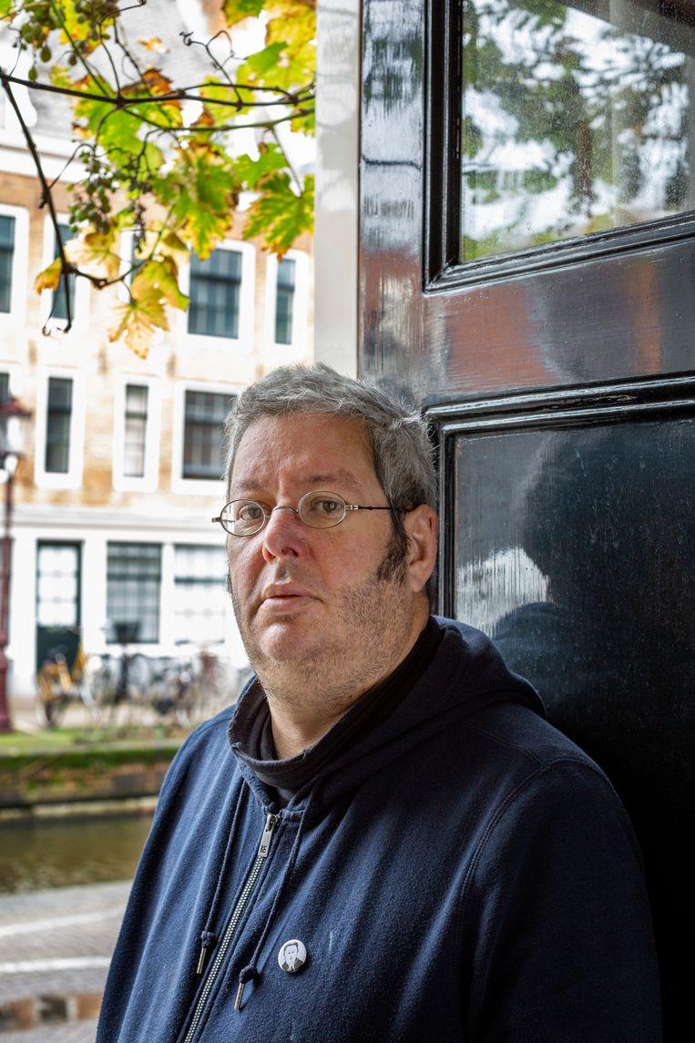 Gabriël Kousbroek: 'Als mijn vader terugkwam uit Parijs dan moest mijn haar plat, moest ik met twee woorden spreken en vioolstudies doen.' Beeld Jildiz Kaptein