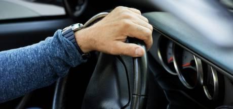 Slapende automobilist uit Almelo klapte vol op tegenligger in Harbrinkhoek