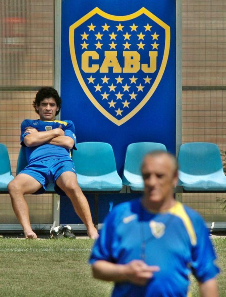 Maradona aanwezig tijdens een trainingssessie van Boca Junior in 2005. Beeld null