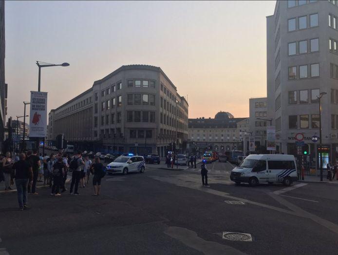 Politie rondom het centraal station van Brussel.