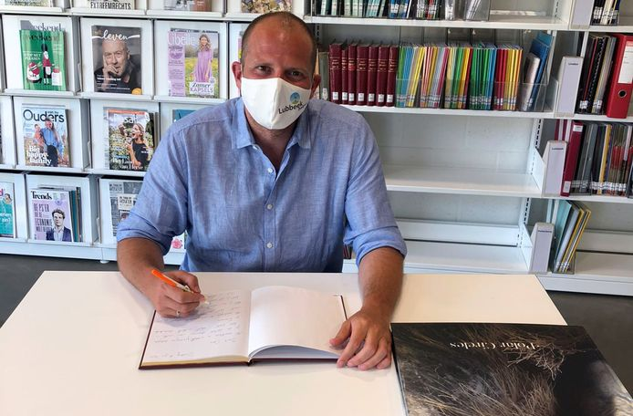 Theo Francken tekent het rouwregister voor de betreurde Dixie Dansercoer.