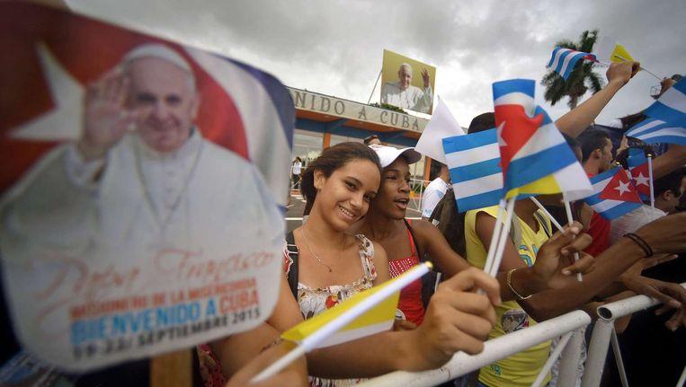 Cubanen wachten de paus op Beeld afp
