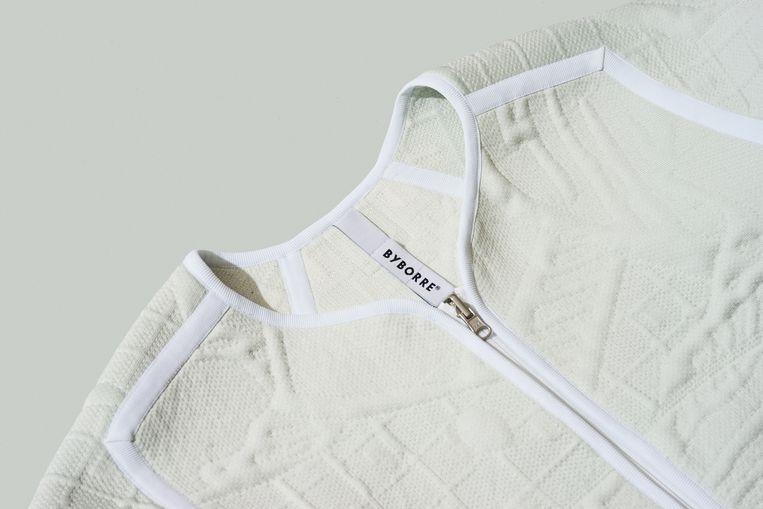 Liner jacket in Byborre knit, opgebouwd uit drie lagen die in één keer uit de machine komen. Ton sur ton signature artwork van Henk Schiffmacher. Beeld Tomek Dersu Aaron