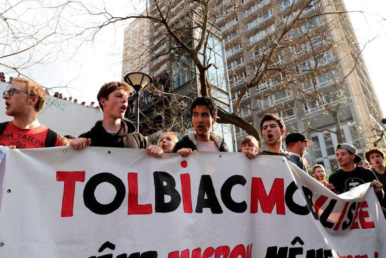 Demonstrerende studenten op de campus Tolbiac.  Beeld AFP