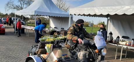 Een bloemetje en persoonlijke brief uit Wageningen voor 288 veteranen: 'Zonder hen was het allemaal heel anders geweest'