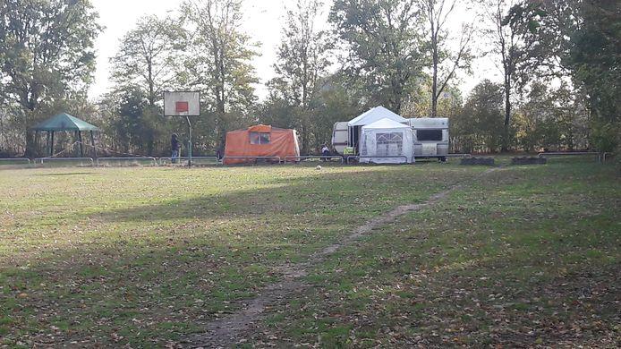 De caravans op het veldje aan de Zwartkop in Boxmeer.