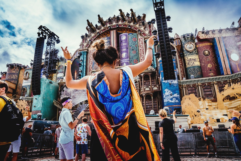 Feestgangers op Tomorrowland 2019. Beeld Stefaan Temmerman