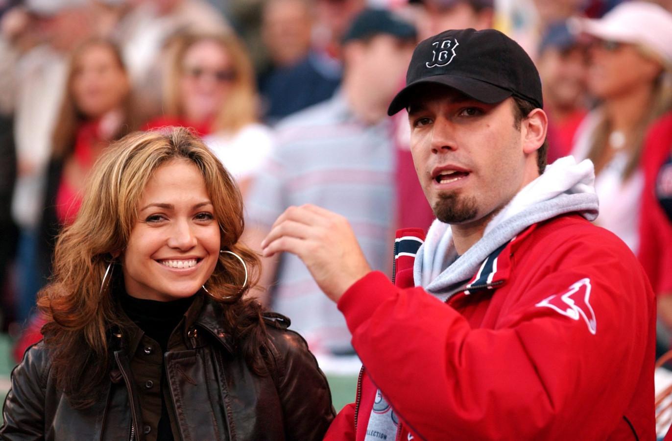 Jennifer Lopez (L) en Ben Affleck (R).