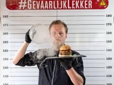 Rundvlees, kaviaar en bladgoud: Robbert Jan maakt de duurste hamburger ter wereld (5000 euro)