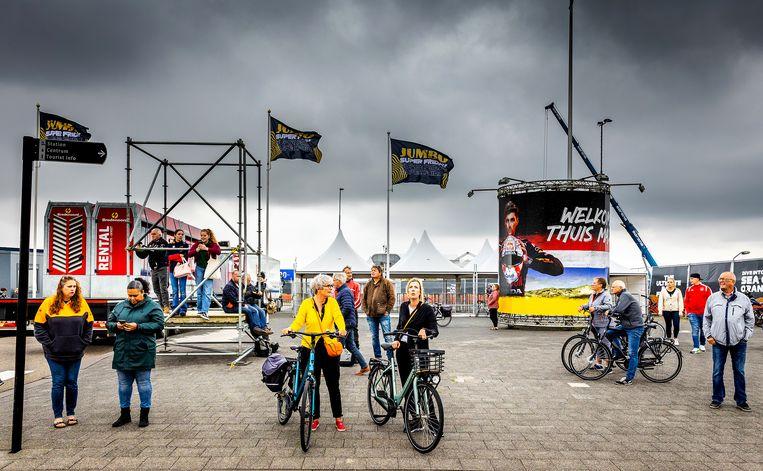 Dagjesmensen rondom het circuit van Zandvoort voorafgaande aan de Dutch GP. Beeld Jeffrey Groeneweg