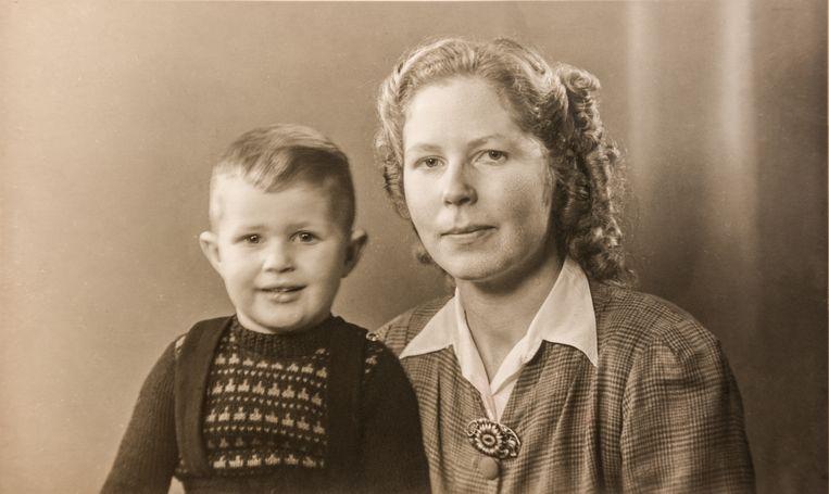 Fokko en zijn moeder Erika. Beeld Simon Lenskens