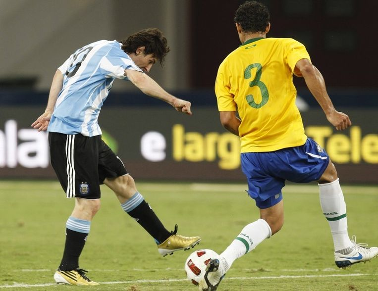 Messi scoort in blessurtijd de enige goal. Beeld REUTERS
