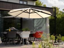 Schaduw in de tuin met deze stijlvolle parasols en doeken