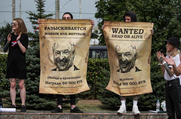 Na de officiële resultaten van de verkiezingen en de aankondiging van Loekasjenko als de volgende winnaar, kwamen de burgers massaal in verzet. Beeld EPA