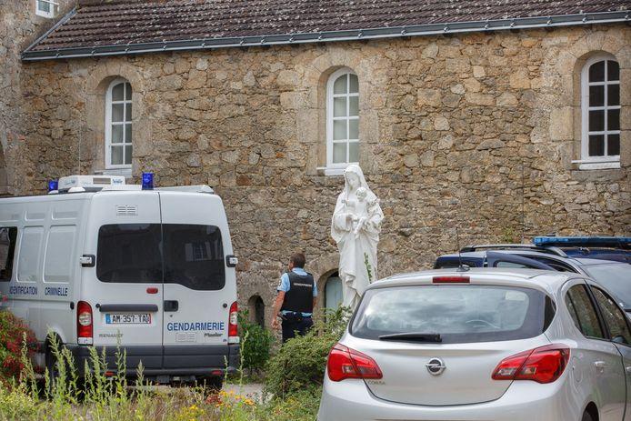 De Franse gendarmerie onderzoekt de moord in Saint-Laurent-sur-Sèvre.