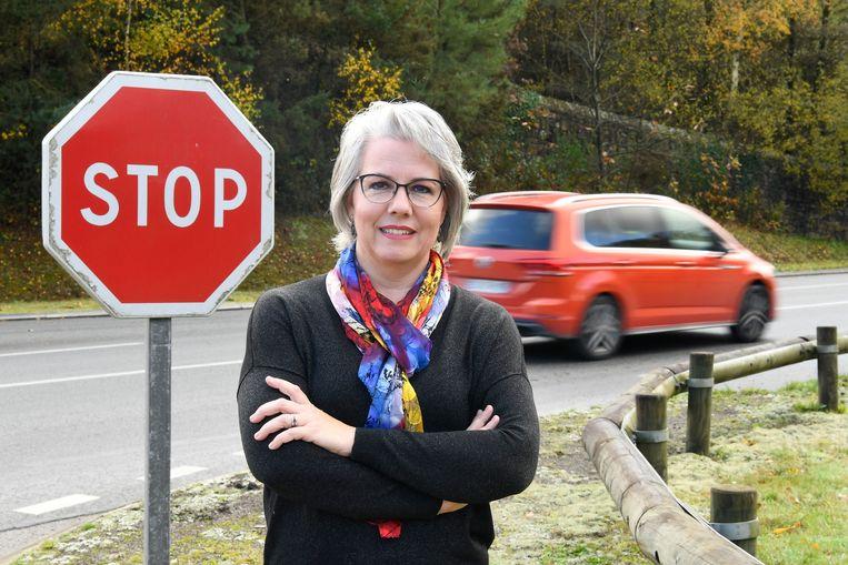 Nadat haar Facebook-video viraal ging, groeide huisvrouw Jacline Mouraud uit tot het gezicht van de boze automobilisten. Beeld AFP