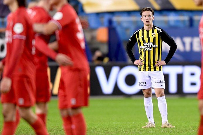 Middenvelder Patrick Vroegh baalt: Vitesse op eigen veld onderuit tegen FC Twente.