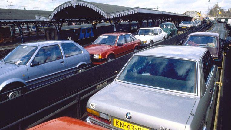 De autoslaaptrein op het station van Den Bosch naar Narbonne en Avignon in 1986. Beeld anp