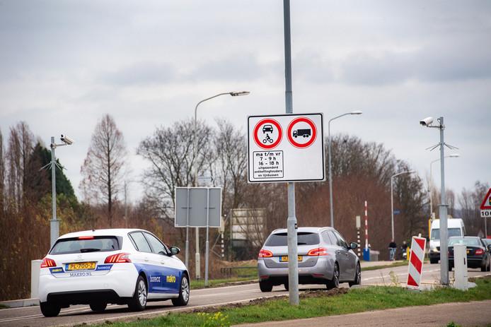 Griftdijk-Noord, tijdens de spitsuren alleen nog toegankelijk voor vergunning- en ontheffingshouders.