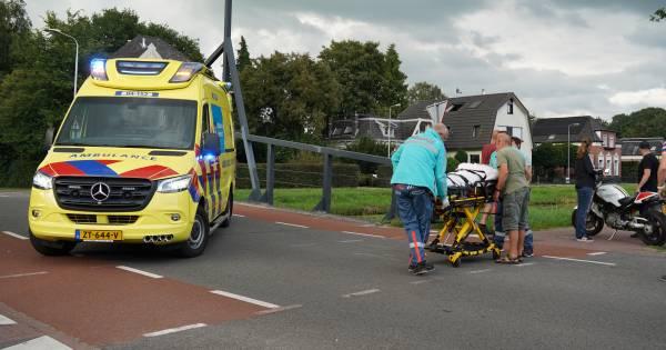 Vrouw tijdens het uitlaten van haar hond aangereden door motor in Dedemsvaart.