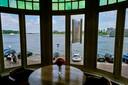 Vanuit het huis van Robert-Jan den Broek heb je uitzicht op het drierivierenpunt. De woning staat te koop voor 529.500 euro.