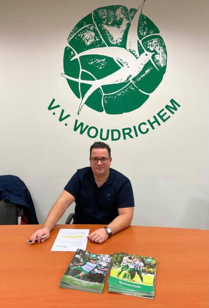 De nieuwe trainer van VV Woudrichem, Erwin van Breugel
