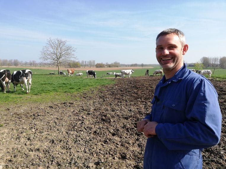 Raf is blij, want de koeien staan weer gelukkig in de weide.