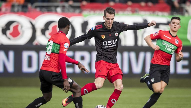 Excelsior-speler Kevin Vermeulen (M), NEC-speler Ferdi Kadioglu (R), NEC-speler Janio Bikel (L). Beeld anp