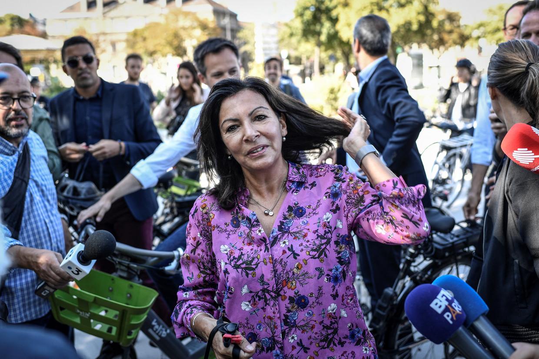 Anne Hidalgo in 'haar' Parijs: 'Burgemeester zijn van de hoofdstad van Frankrijk is iets bijzonders. En ik zie geen reden om een onderscheid te maken tussen Parijs en Frankrijk.' Beeld AFP