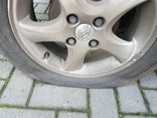 Vandalen houden huis in Swifterbant: van zeker vijf auto's zijn de banden lek gestoken