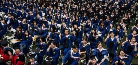 Méga-remise de diplômes à Wuhan, un an après la quarantaine