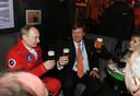 Het beruchte biertje van het koningspaar met Vladimir Poetin.