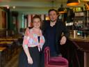 Emma en Jonas, de nieuwe uitbaters van het legendarische café Damberd.