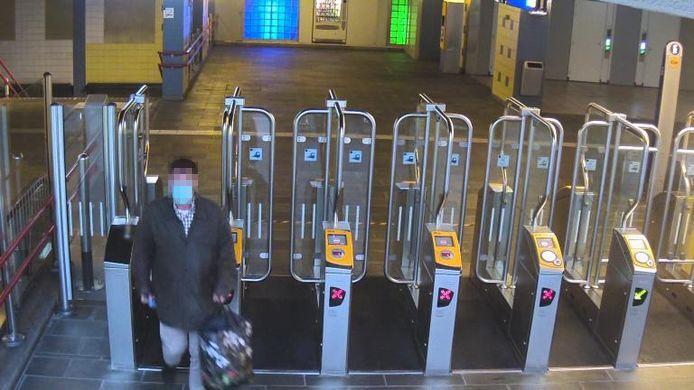 Henk E. tijdens zijn vlucht op Rotterdam Centraal.