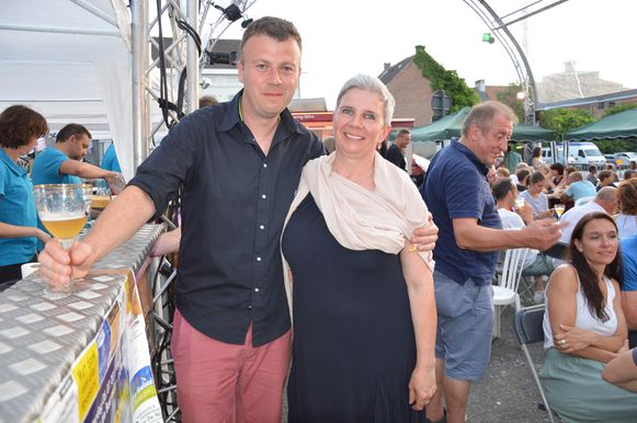 De Koninklijke Harmonie Sinte-Cecilia hield haar driedaagse 'Flierefluiterfestival'. Voorzitster Carine Barbé met Jan Van den Houte.