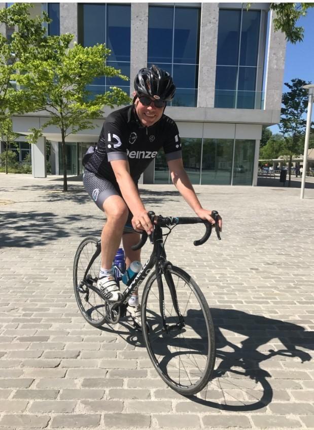 Burgemeester Jan Vermeulen op de fiets.