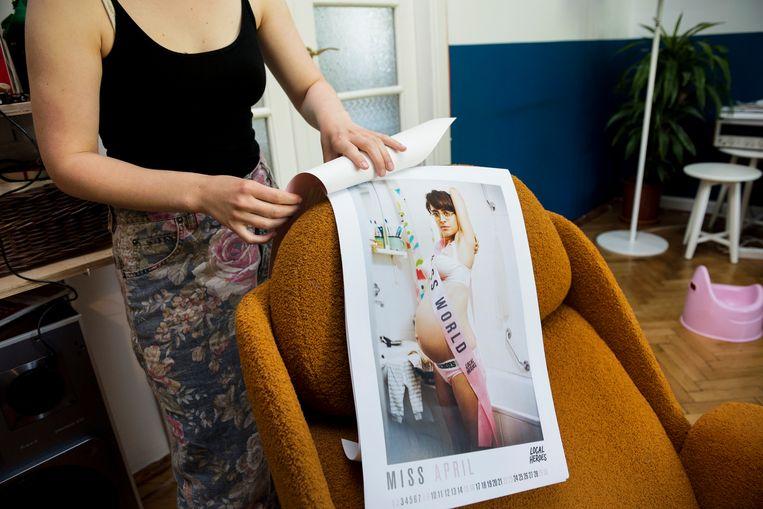 De kalender waarin een hoogzwangere Anastazja poseert.