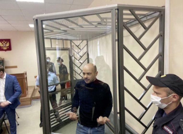 Dmitri Goedkov werd samen met Andrej Pivovarov opgepakt, die wel twee maanden in de gevangenis moest blijven.  Beeld via REUTERS