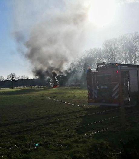 Tractorbrand in Hengelo zorgt voor donkere rookwolken